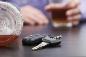 Alkohol am Steuer Autoschlüssel leere Flasche