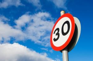 Head up Display nachrüsten Verkehrsschild 30er Zone