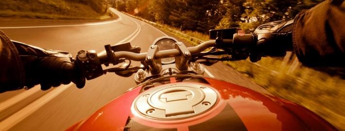 Motorradführerschein Straße Fahrerperspektive