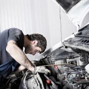 Motorschaden Automechaniker Motorhaube