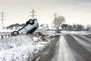 Profiltiefe Winterreifen Autounfall beschneite Straße