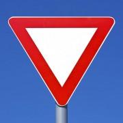 Rechts vor Links Verkehrsschild Vorfahrtschild