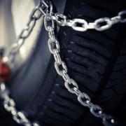Schneeketten montieren Reifen Kette