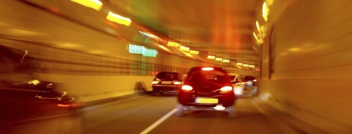 Sekundenschlaf Tunnel verschwommen