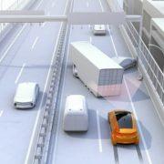 Selbstfahrendes Auto bremst vor Unfallstelle