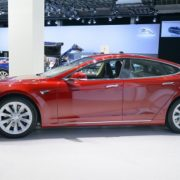 Roter Tesla Model S