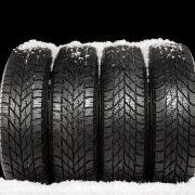 4 Reifen mit Schnee drauf